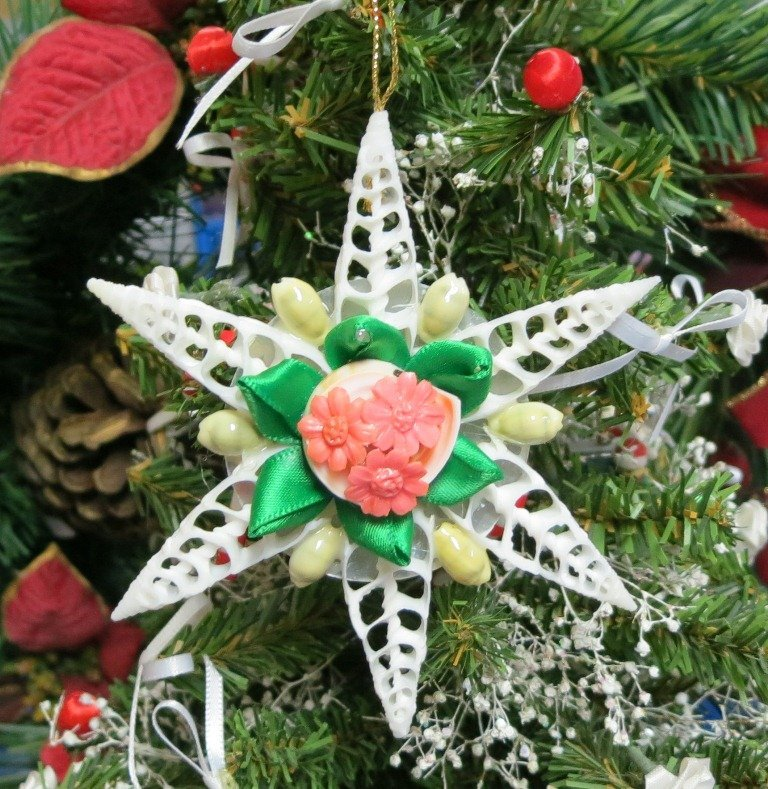 4 inches shell flower christmas ornaments made with center cut white cerithiums packed 5 - Flower Christmas Ornaments